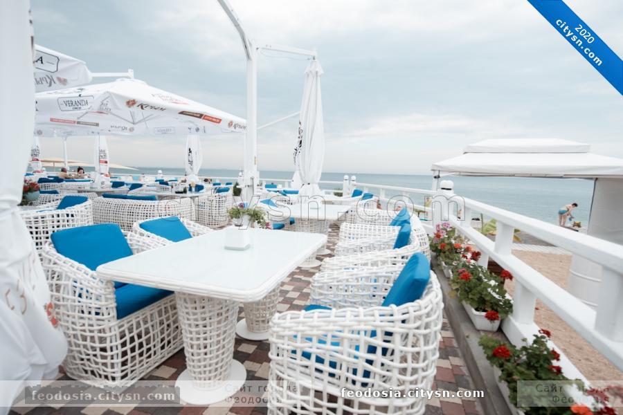 Кафе Веранда на пляже Камешки