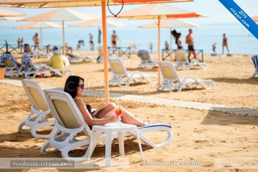 Отдых на пляже Алые паруса