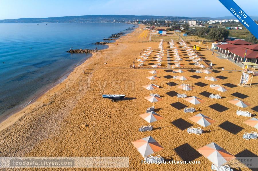 Вид на пляж Алые паруса