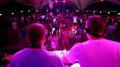 Новофедоровка ночные клубы самый популярный клуб ночной москва