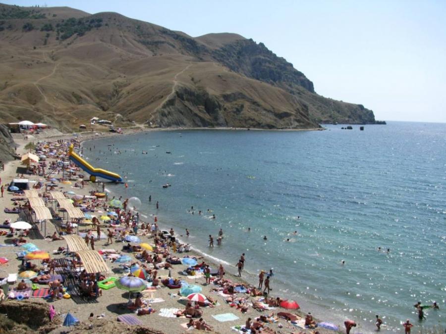 обитатели меганом крым фото пляжей делится две